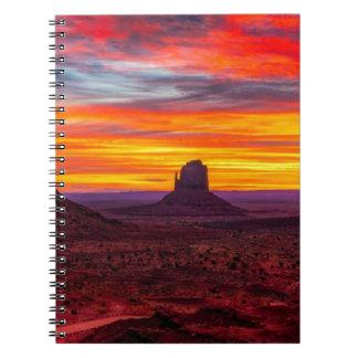 Cadernos Ideia cénico do por do sol sobre o mar