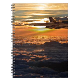 Cadernos Manobra do por do sol do bombardeiro de Vulcan