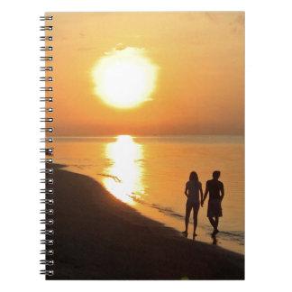 Cadernos Nascer do sol de Bali na praia