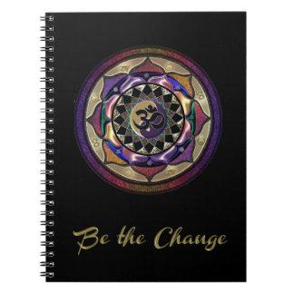 Cadernos Seja a mudança com roxo e jornal da mandala do
