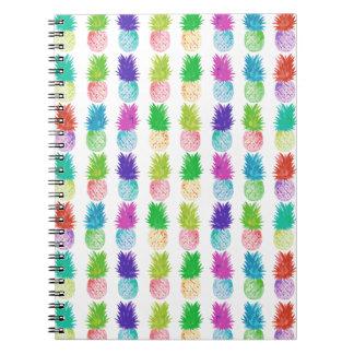 Cadernos Teste padrão colorido do abacaxi da pintura do pop