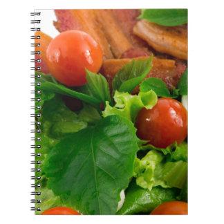 Cadernos Tomates de cereja, ervas, azeite, ovos e bacon