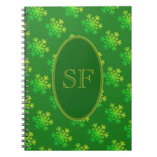 Cadernos Verde do floco de neve e monograma festivos do