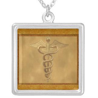 Caduceus médico do ouro colar com pendente quadrado