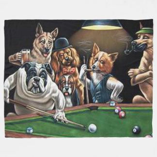 Cães que jogam a piscina - buldogue cobertor de velo