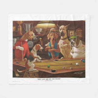 Cães que jogam a piscina - um pé no assoalho cobertor de velo