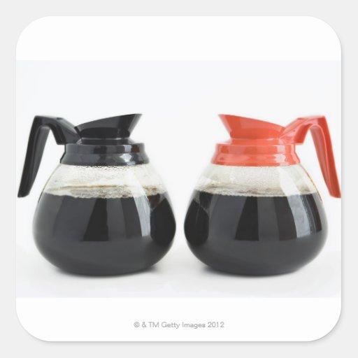 Caf. e Decaf. Potes do café no branco Adesivos Quadrados
