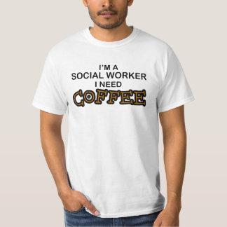 Café da necessidade - assistente social t-shirts