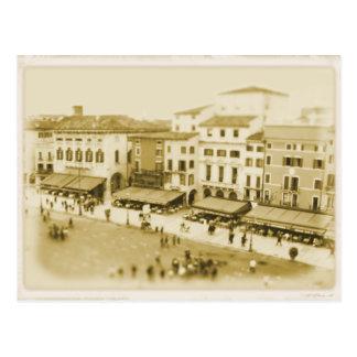 Café no sutiã da praça - cartão de Verona, Italia