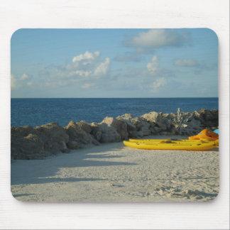Caiaque na praia do parque do Snorkel em Bermuda Mouse Pads