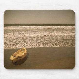 Caiaque na praia mouse pad