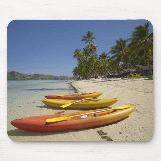 Caiaque na praia, resort da ilha da plantação mousepad