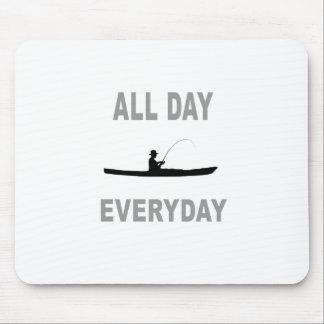 Caiaque que pesca o dia inteiro diário mouse pad