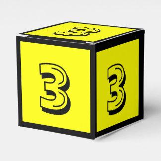 Caixa amarela do bloco de apartamentos do número 3 lembrancinhas para casamento