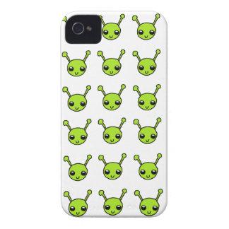 Caixa corajosa de Blackberry dos aliens verdes Capinha iPhone 4