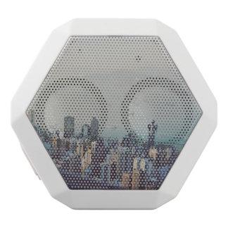 Caixa De Som Branca Com Bluetooth Hong Kong de cima de