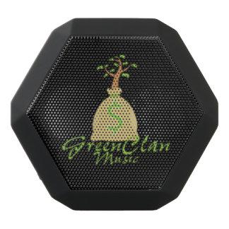 Caixa De Som Preta Com Bluetooth GreenClanMusic, andando