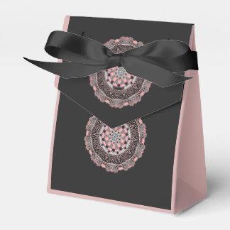 Caixa do favor da barraca cor-de-rosa e preta