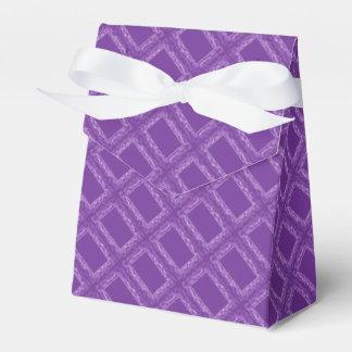 Caixa roxa do favor dos quadrados lembrancinhas para casamento