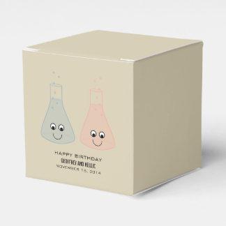 Caixas bonitos do favor do aniversário da química