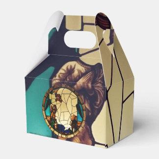 Caixinha Anjo através da lancheira do papel de vidro