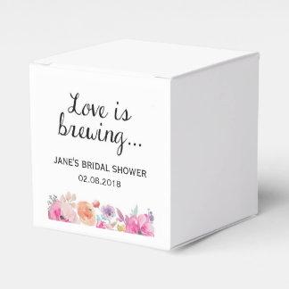 """Caixinha De Lembrancinhas A aguarela floresce o """"amor está fabricando"""