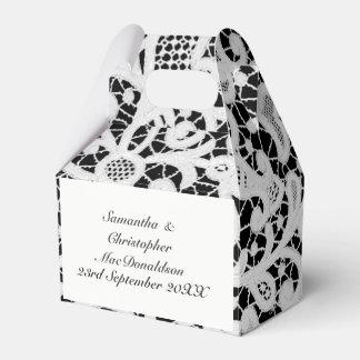 Caixinha De Lembrancinhas Casamento filigrana preto e branco do laço