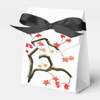Caixinha De Lembrancinhas Flores de cerejeira vermelhas no branco