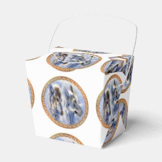 Caixinha De Lembrancinhas Lobos azuis e brancos do gelo que procuram o