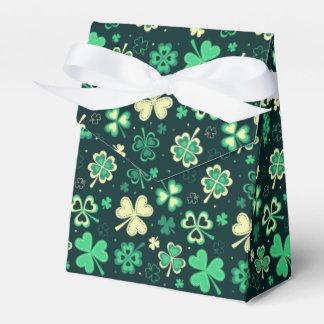 Caixinha De Lembrancinhas Teste padrão afortunado verde escuro do trevo de