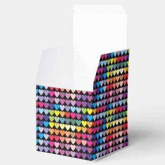 Caixinha De Lembrancinhas Teste padrão colorido dos corações do arco-íris