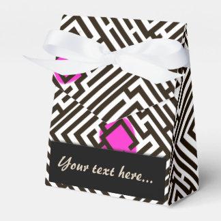 Caixinha De Lembrancinhas Teste padrão do labirinto com texto cor-de-rosa do