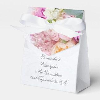 Caixinha De Lembrancinhas Vestido de casamento romântico do rosa cor-de-rosa