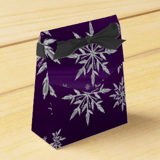 Caixinha Estrelas roxas do Natal com o cristal de gelo