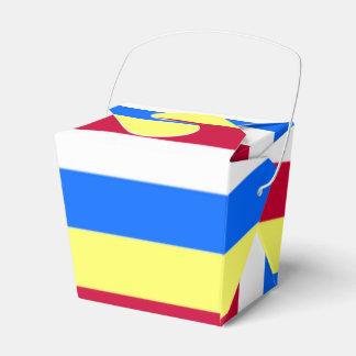 Caixinha Listras amarelas, vermelhas, brancas e azuis