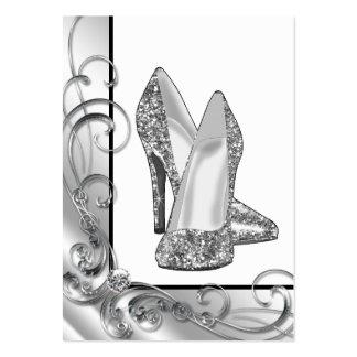 Calçados de prata do salto alto do brilho cartão de visita grande