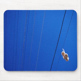 Calçados em um fio mouse pad