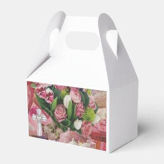 Camadas e texturas da caixa cor-de-rosa do favor