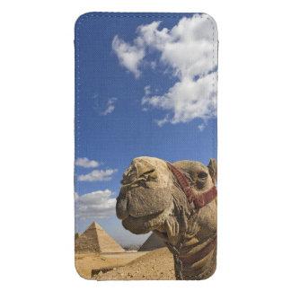 Camelo na frente das pirâmides de Giza, Egipto, Bolsinha Para Celular