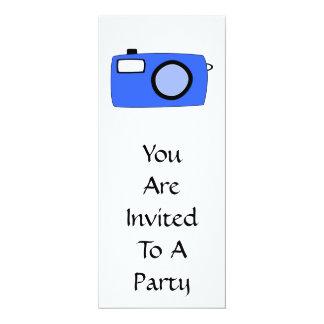 Câmera azul brilhante. No branco Convite Personalizado