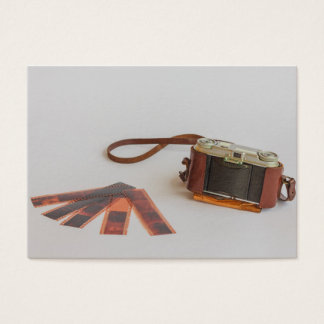 câmera velha com cartão de visita negativo