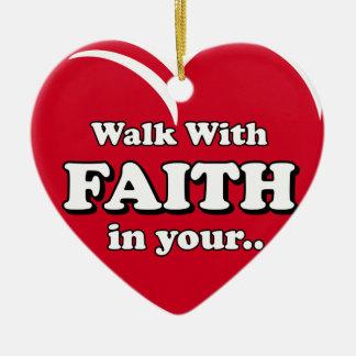 Caminhada com ornamento da fé