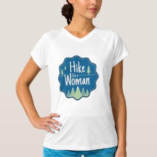 Caminhada como um t-shirt atlético da mulher