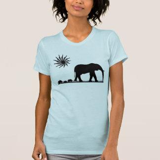 Caminhada do elefante (silhueta) camisetas