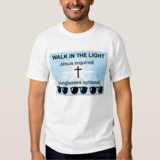 caminhada na luz t-shirts
