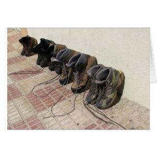 Caminhando o cartão de botas