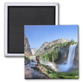 Caminhante da queda e arco-íris Vernal - Yosemite Imã