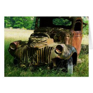 Caminhão do vintage que oxida afastado cartão comemorativo