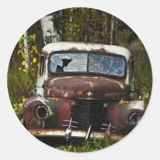 Caminhão velho adesivo em formato redondo