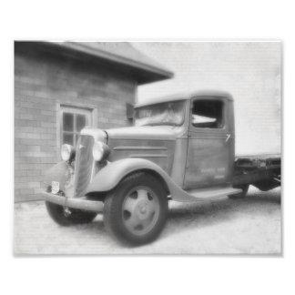 Caminhão velho do tempo foto